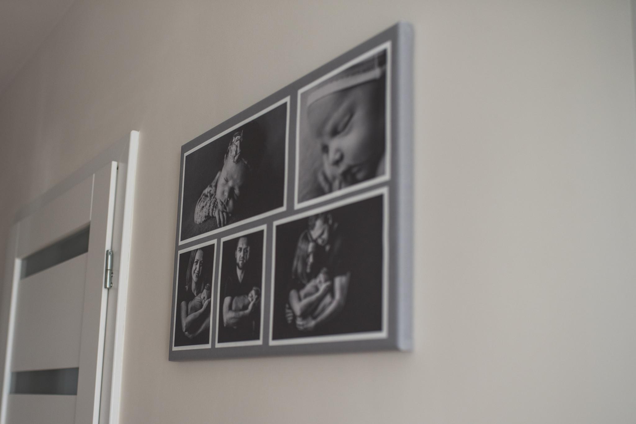 rodzinne zdjęcia na ścianie