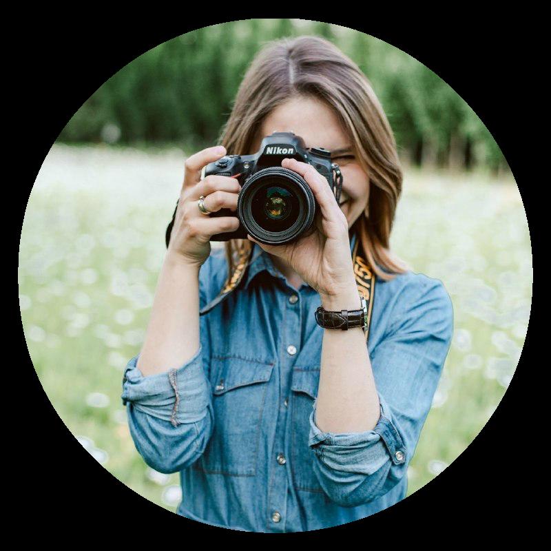 kobieta z aparatem nikon