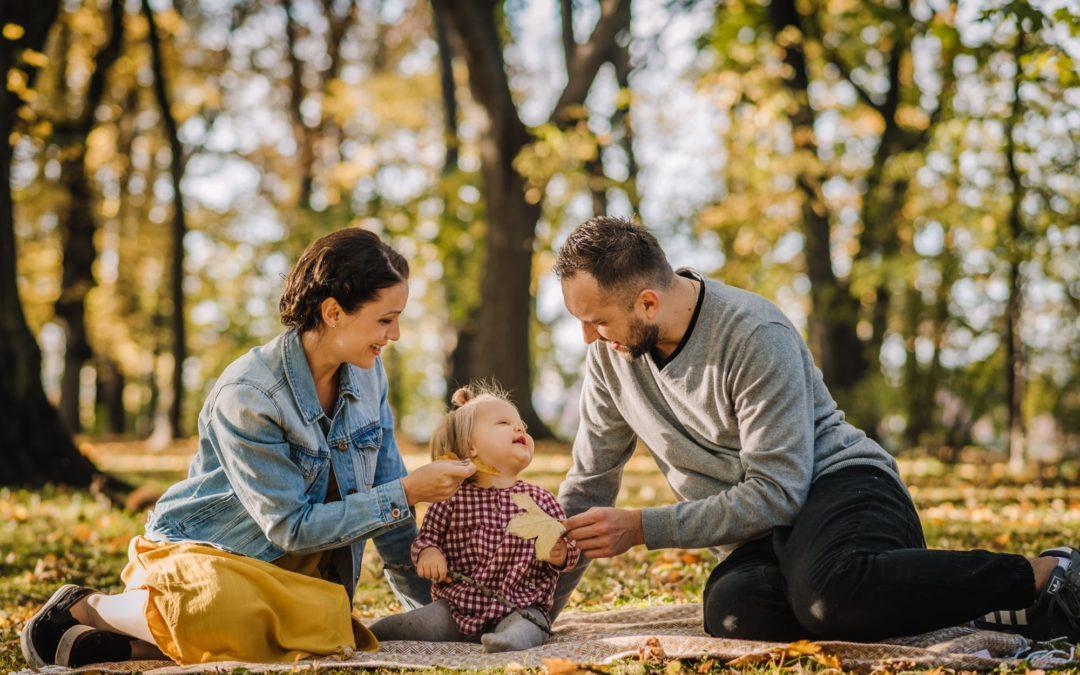 Sesja rodzinna w plenerze jesienią