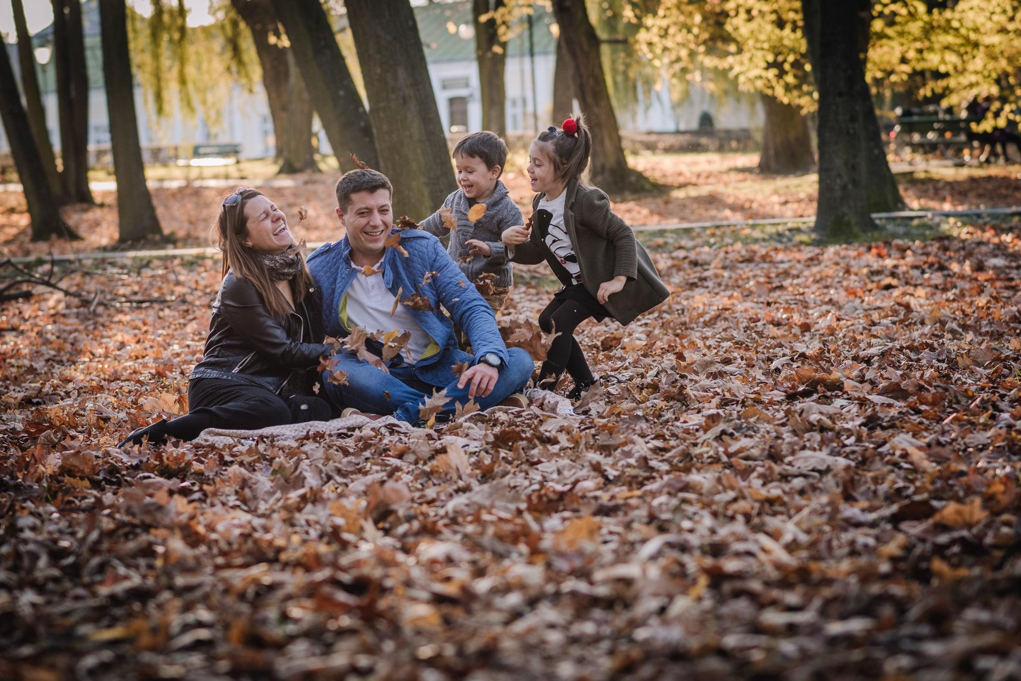 sesja lifestyle w plenerze z dziećmi