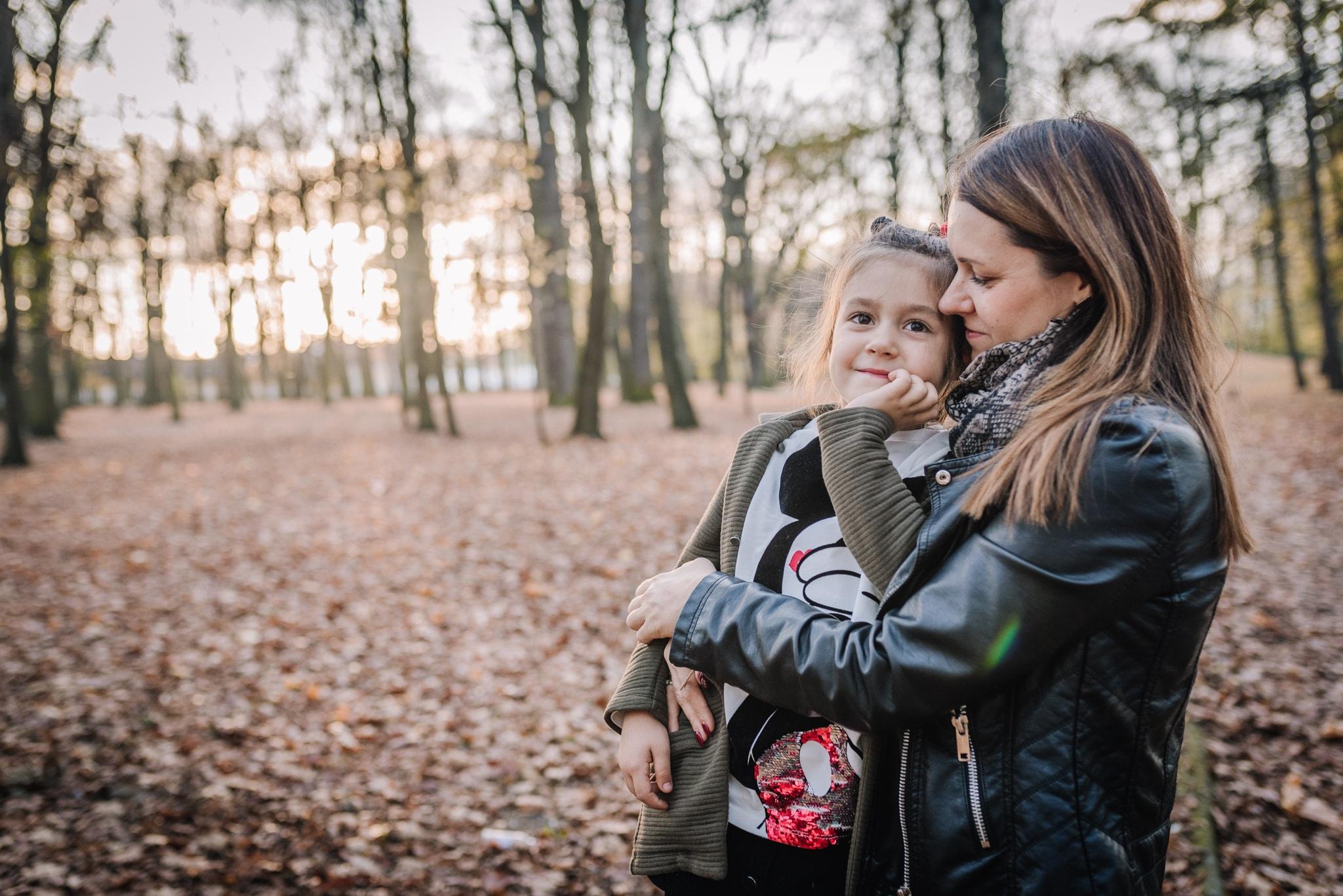 mama i córka portret w plenerze