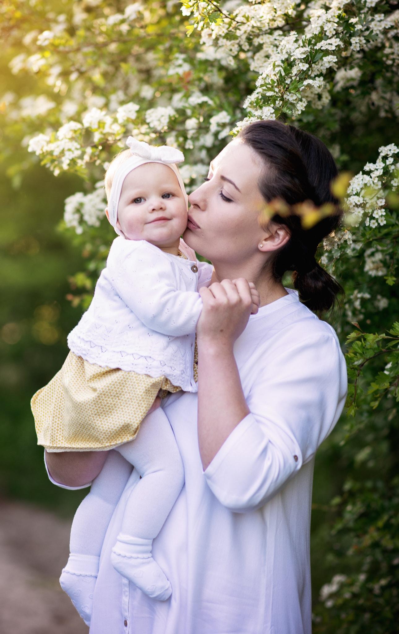 biała opaska dla córeczki