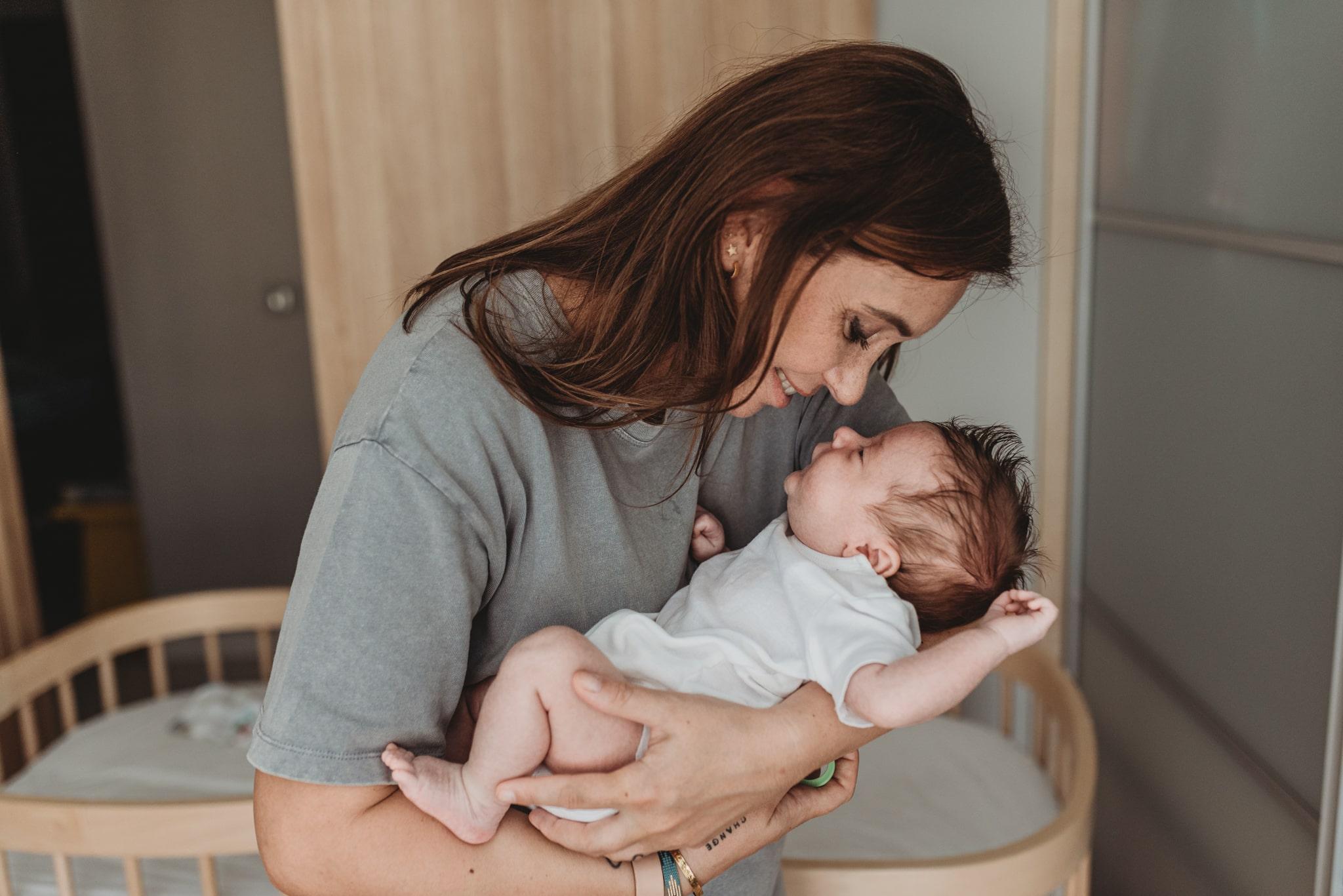 noworodek u mamy