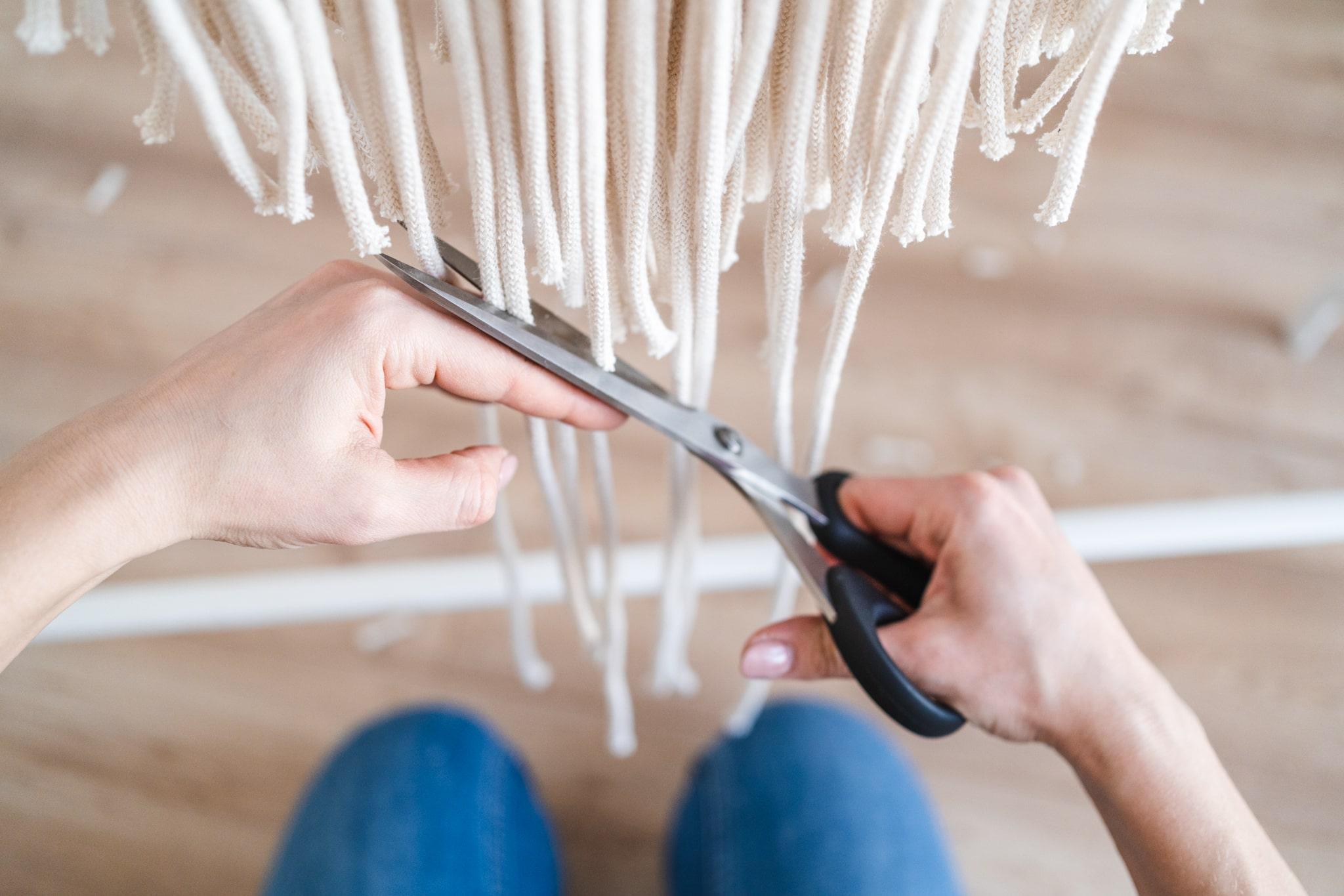 obcinanie sznurków makramy
